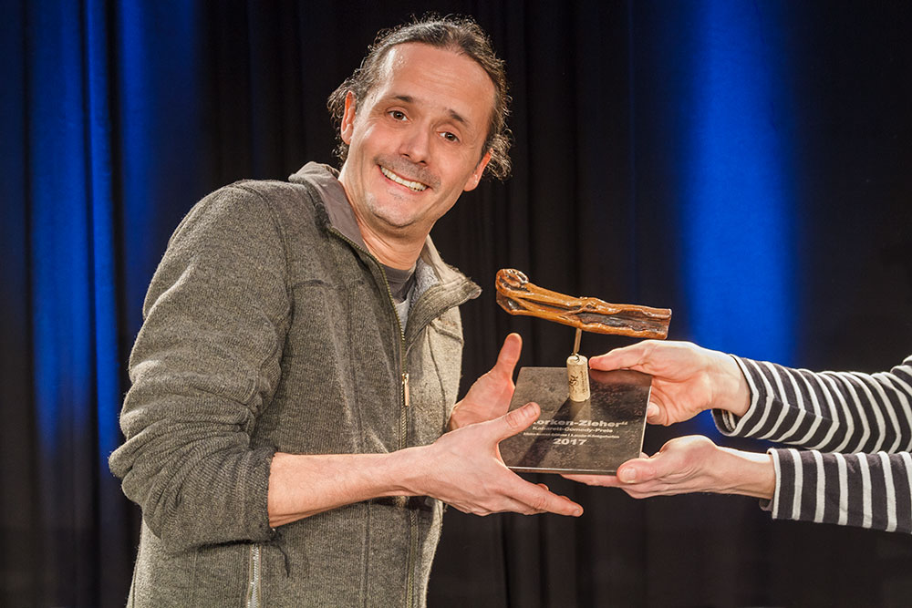 """Preisträger des """"Korken-Zieher"""" Philipp Weber"""